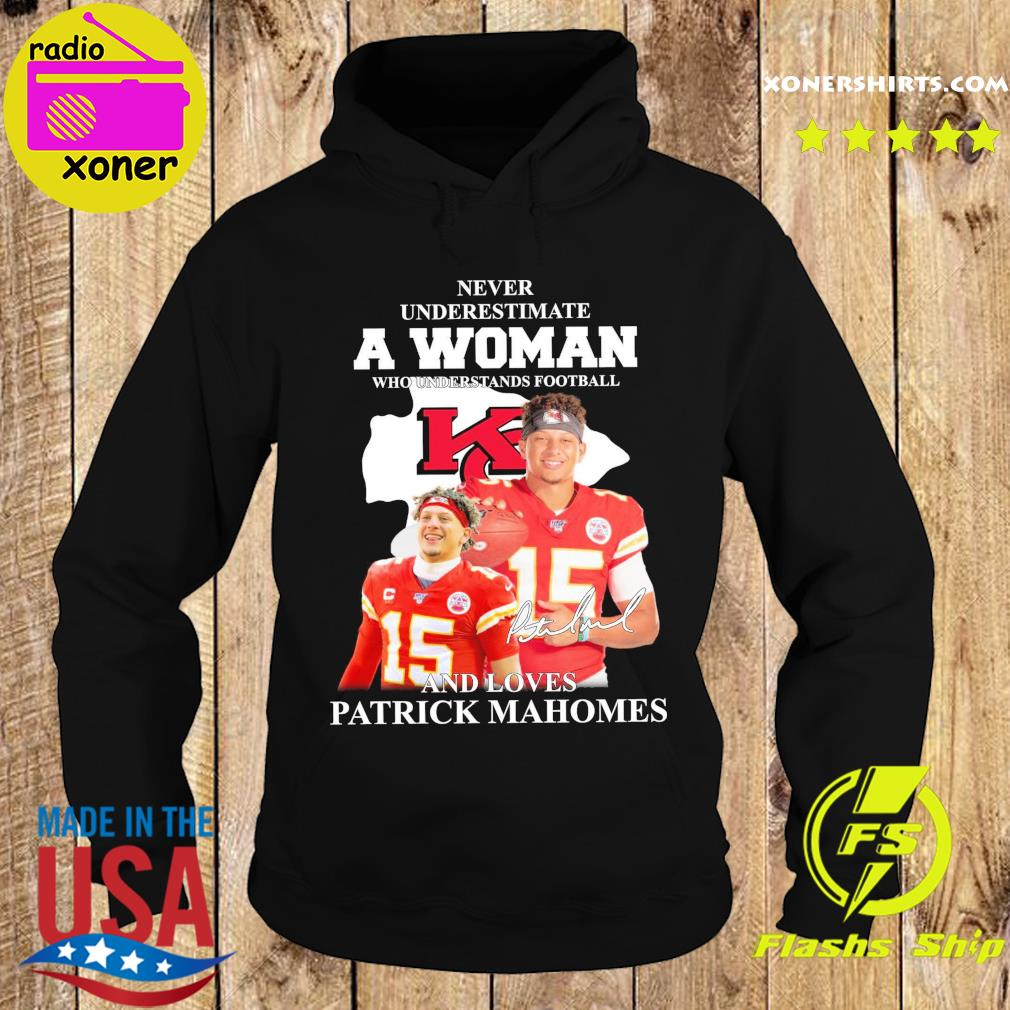 Patrick Mahomes Kansas City Chiefs Never Underestimate A Woman And Loves Mahomes Signature Shirt Hoodie